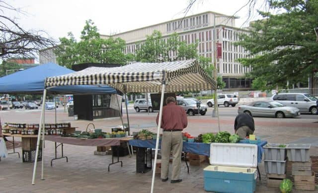 farmers' market, fruit, vegetables, produce, inexpensive food, save money buying food, locally grown food