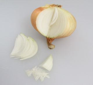 how to cut onions for potato salad, how to dice onions