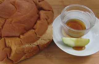 apples and honey, challah, Rosh Hashanah food, Jewish traditions