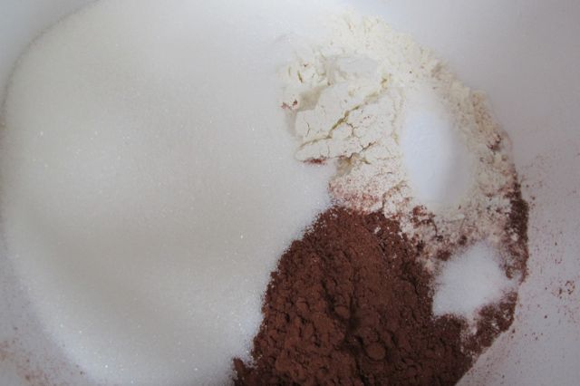 dry ingredients for glazed chocolate cupcakes