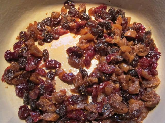 dried fruit cooking for rugelach filling