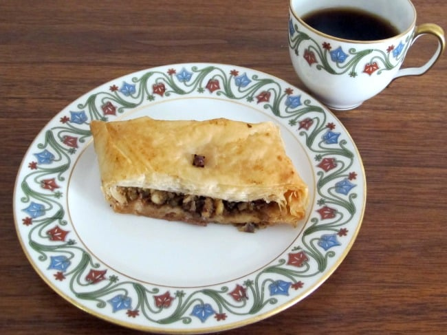 baklava with coffee