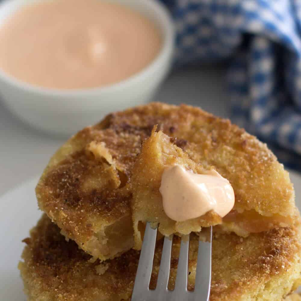 Fried green tomatoes with easy sriracha dipping sauce