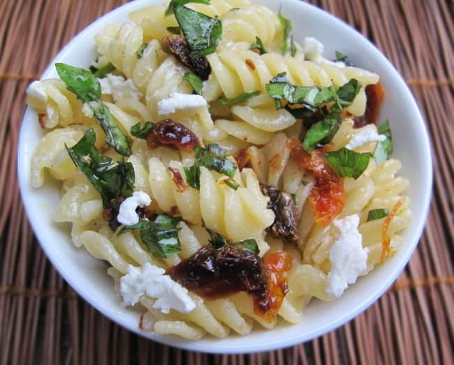Basil, sun-dried tomato, & goat cheese pasta