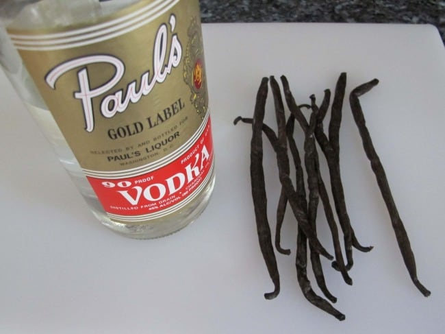 ingredients to make homemade vanilla extract