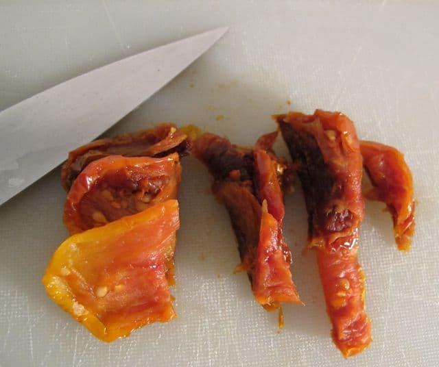 Cutting sun-dried tomatoes