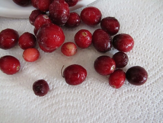 rinsing cranberries for baking