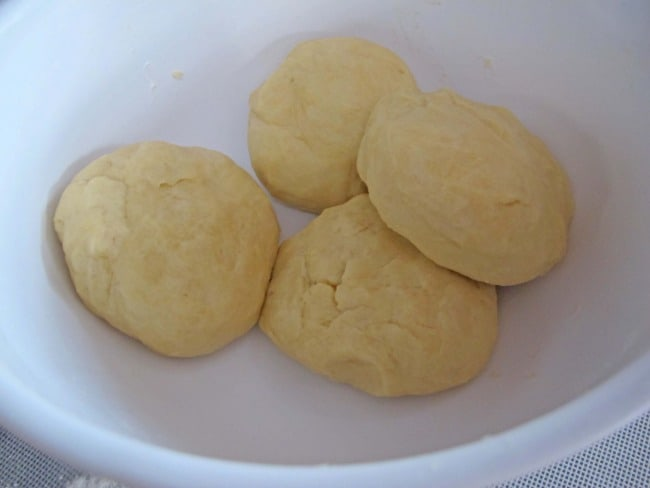 kifli dough making