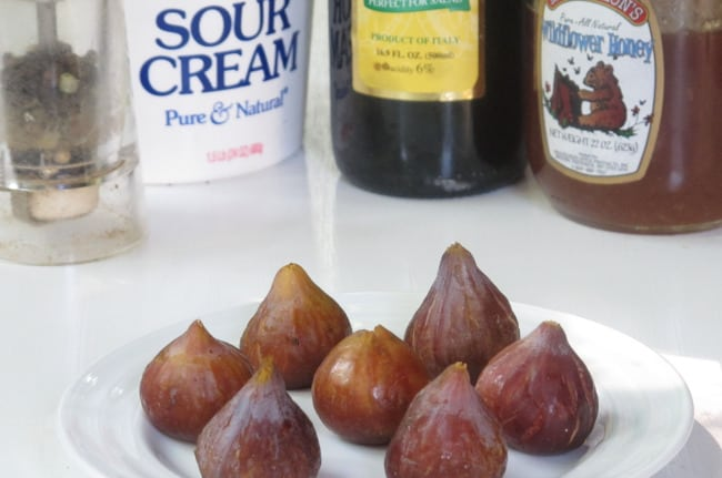 ingredients for figs with balsamic cream