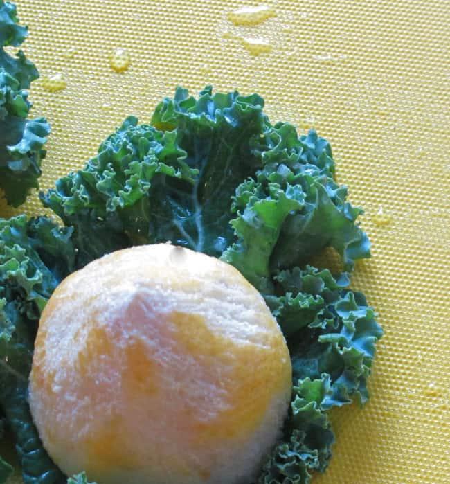 rubbing-kale-with-lemon