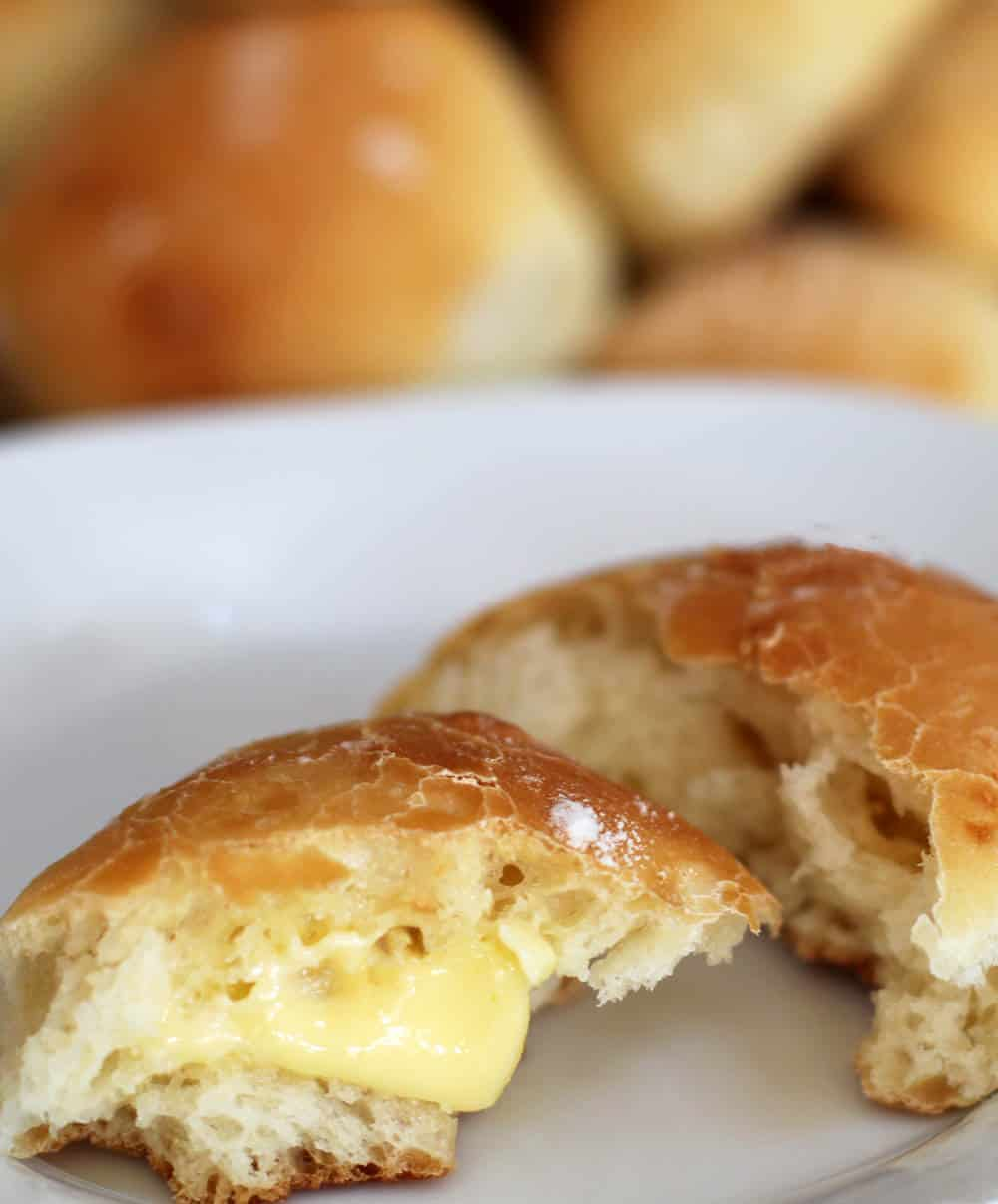 These dinner buns are perfect for holidays or any dinner. They are slightly crunchy on the outside and soft on the inside.