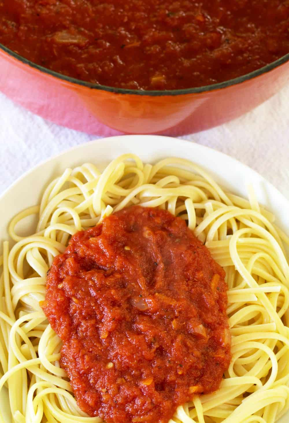 Canned tomato pasta sauce is simple and delicious - a perfect solution ...