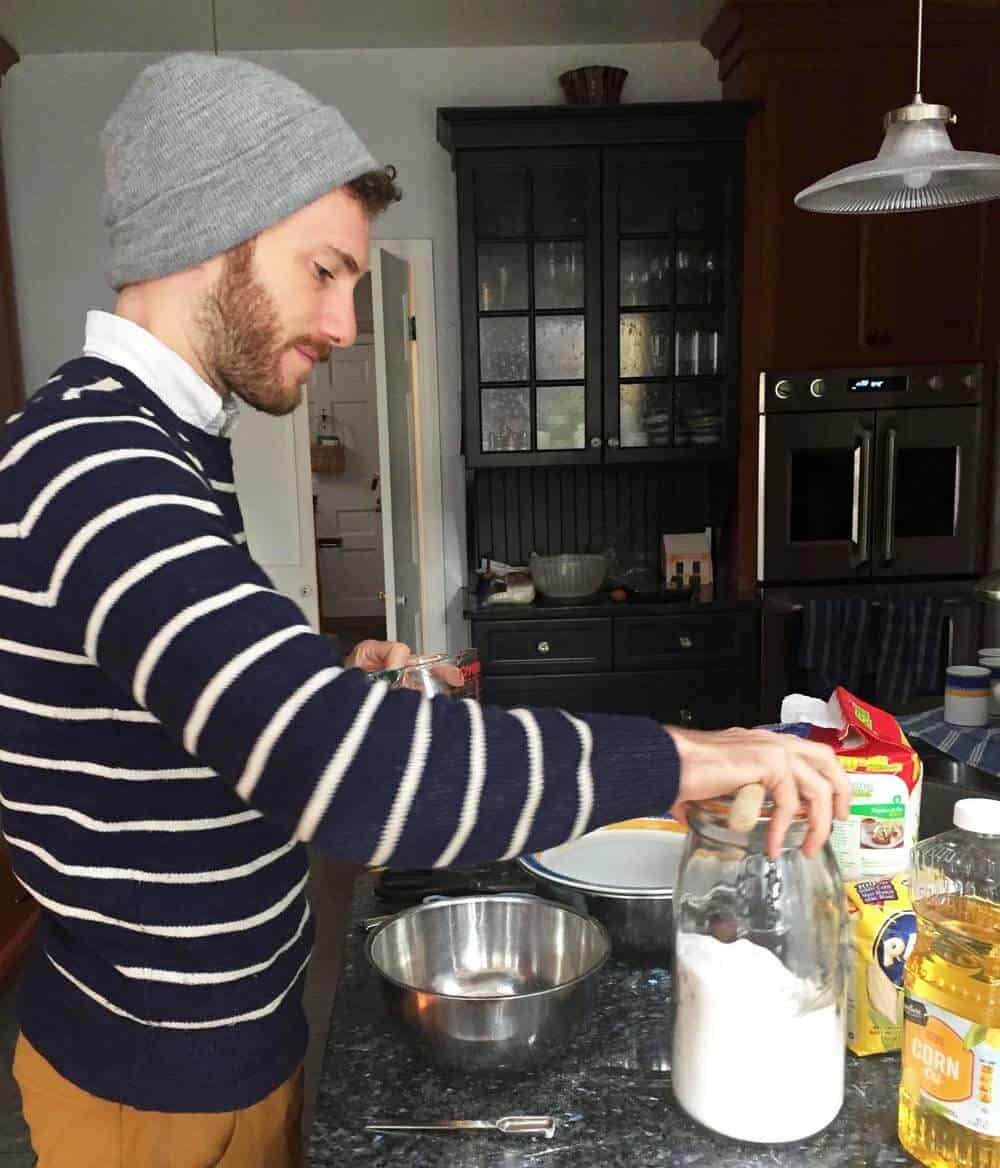 Liam cooking arepa de huevo