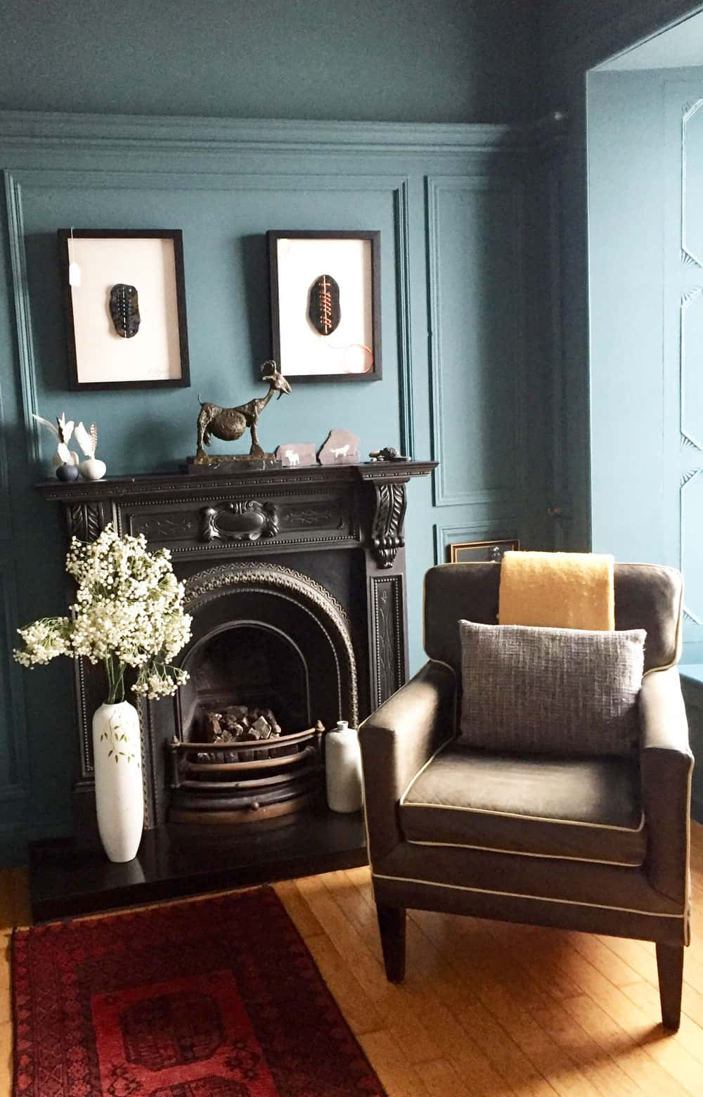The blue sitting room in Barrow House B&B near Tralee
